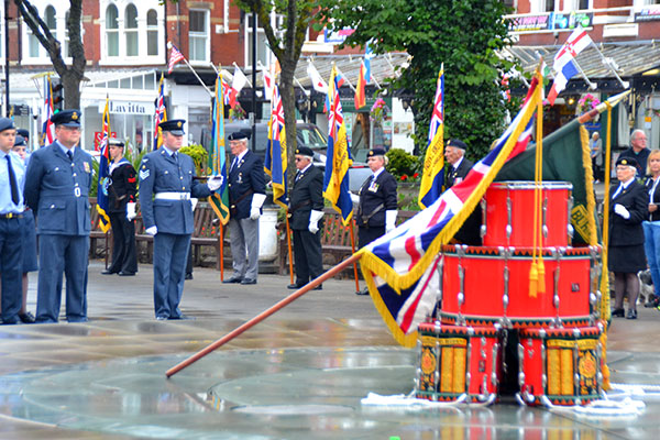 Despite the early morning rain there was a fantastic turnout for the 2017 Armed Forces Day. A Drumhead service was held in the Princess Diana Memorial Gardens followed by a parade along Chapel Street and Lord Street.